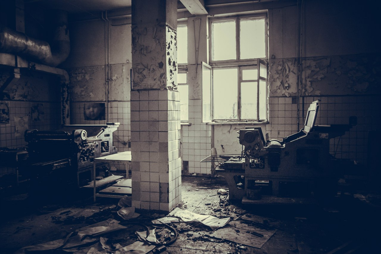"""Вылазка на руины типографии газеты """"Автозаводец"""" при ЗИЛе, 2013 г."""
