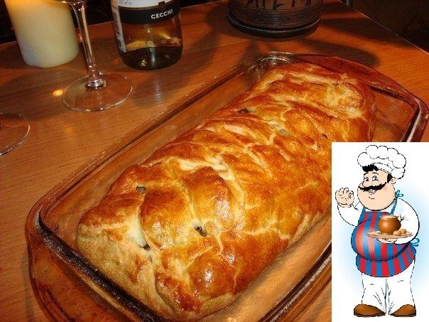 Быстрый мясной пирог с грибами Ингредиенты: -Тесто слоённое дрожжевое -Фарш грамм 300-400. -Лук 2-3 шт. -Грибы шампиньоны. -Яйцо для глянца. -Сливки(если есть). -Соевый соус(гуда без него).