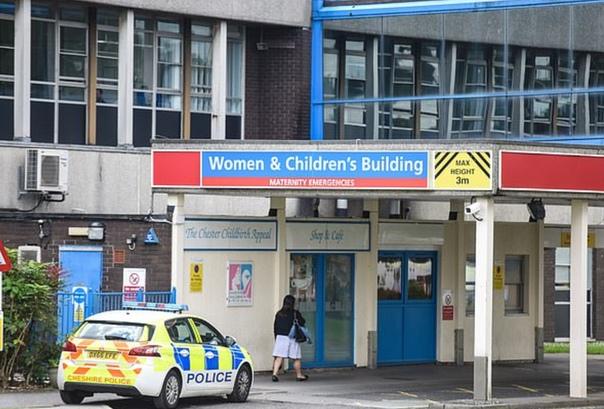 Медсестру подозревают в убийстве восьми младенцев и покушении ещё на десятерых В британском городе Честер полицейские снова задержали 30-летнюю медсестру Люси Летби, которая подозревается в