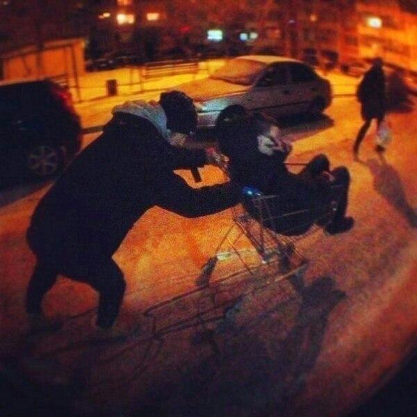 праздники фото гуляем ночью с друзьями видно всегда под