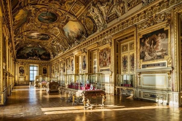 Коллекция Лувра Один из старейших музеев мира с богатой историей коллекционирования художественных и исторических реликвий Франции, начиная со времён династии Капетингов и до наших