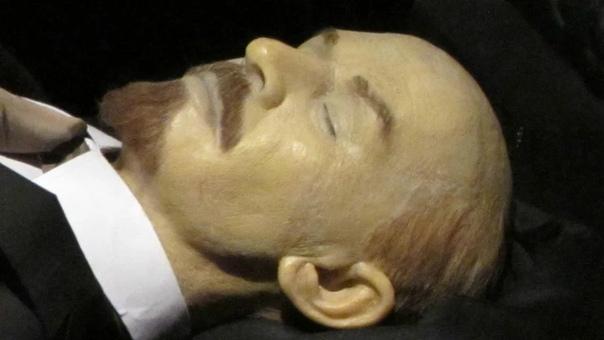 17 миллионов рублей в год тратится на сохранность мумии Ленина Не пора ли его захоронить, а деньги направить на более полезные