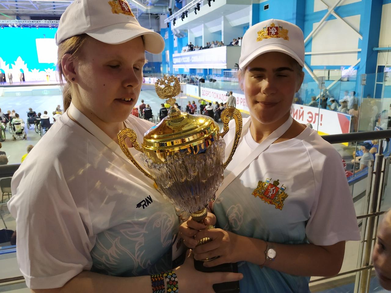 Светлана Некрасова (команда по голболу) и Анастасия Черепанова (дзюдо)