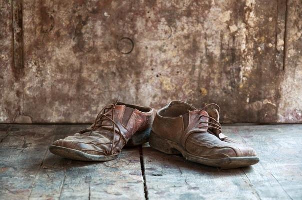 Старая одежда и обувь.