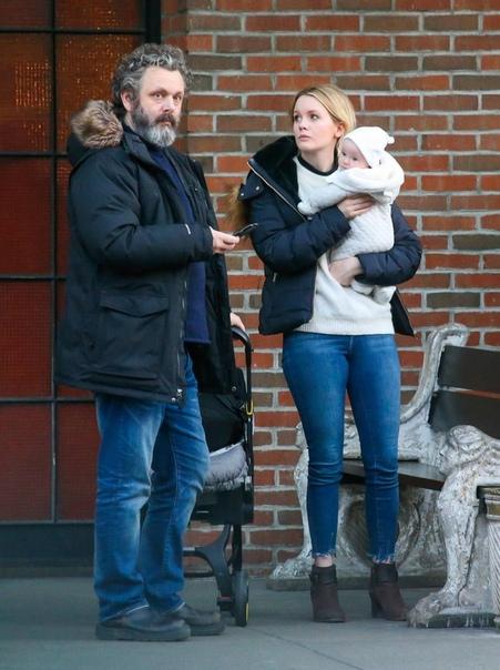 Майкл Шин рассказал милую историю о прогулке с 8-месячной дочкой: «Сходила с ума от радости» Восемь месяцев назад Майкл Шин и его возлюбленная телеведущая Анна Лудберг стали родителями дочки. В