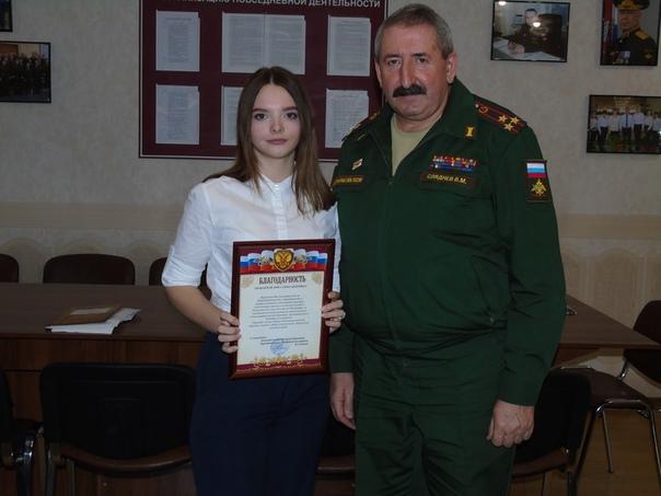 Школьница в Курской области отправила в армию 30 парней Целикова приехала в Курчатов из Курска к бабушке в гости и не смогла сидеть дома сложа руки. Она предложила работникам военкомата свою