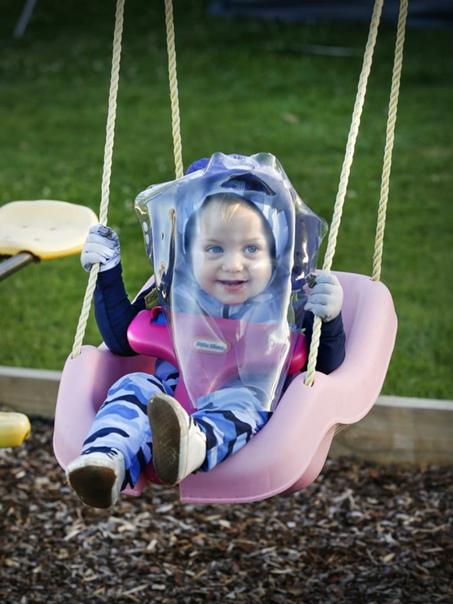 Парень из пузыря. В Австралии маленький мальчик обречён прожить жизнь без солнечного света.Когда Джордж Мэддерн, которому сейчас 18 месяцев, появился на свет, его матери сказали, что её сын -