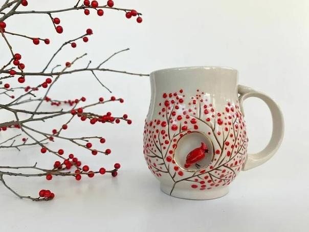 дивительно милую посуду создает керамист, художник-самоучка Брук Книппа из арт-студии AP Curiosities Художница родилась и выросла в Колорадо, но сейчас живет и работает в Боудойнхеме, штат Мэн.