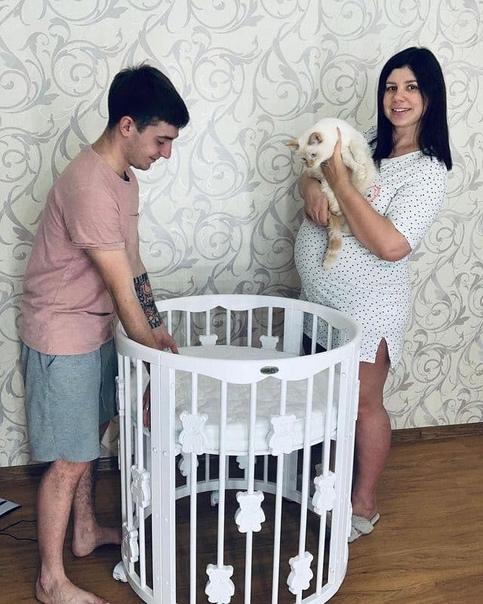 35-летняя блогерша из Краснодара родила от 21-летнего пасынка, к которому ушла после того как бросила мужа с пятью приемными детьми Известие о беременности стало для женщины неожиданностью,