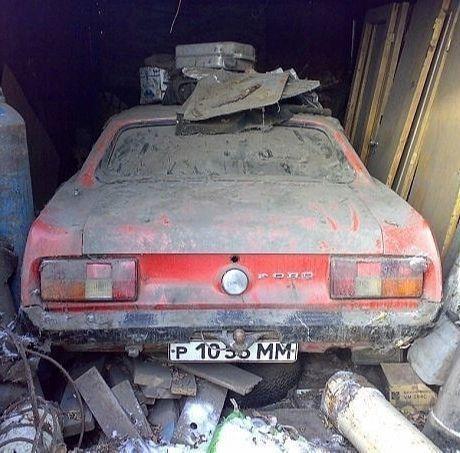 Мужчина вскрыл старый гараж и обнаружил раритетный Ford Mustang 1961 года Самое интересное, что автомобиль стоял с советскими