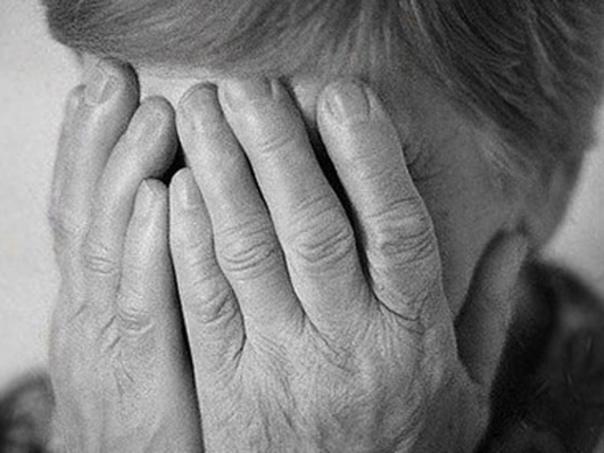 Жестокая реальность В селе Березовка Новосибирской области 42-летний нетрезвый местный житель под покровом ночи пробрался в жилище 91-летней бабушки. Изверг изнасиловал престарелую женщину в