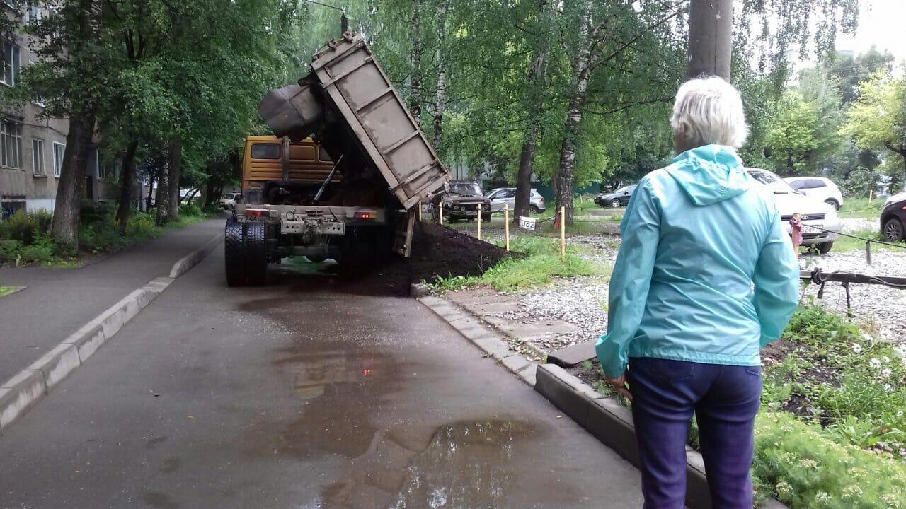 Проспект Строителей, 36. Завоз торфа.