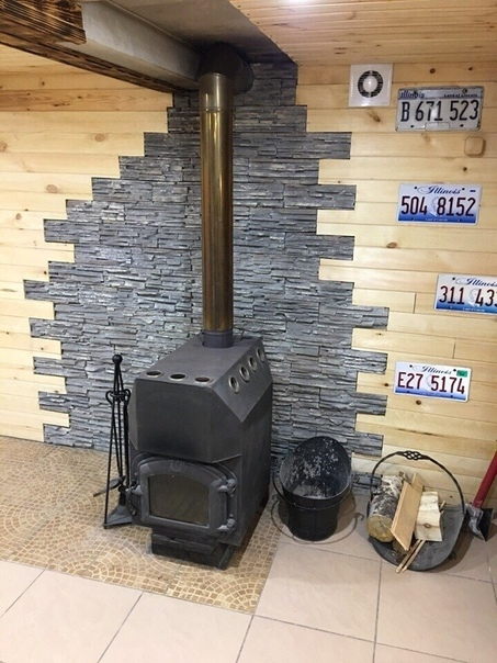 На цокольном этаже своего гаража создал для себя и своих друзей мужскую берлогу, теперь будет куда переместиться после баньки