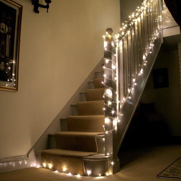украшение лестницы гирляндой фото является моим